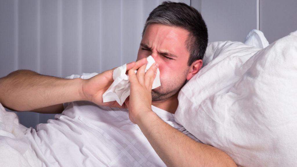 hombre con resfriado