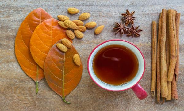 Té y hojas de canela