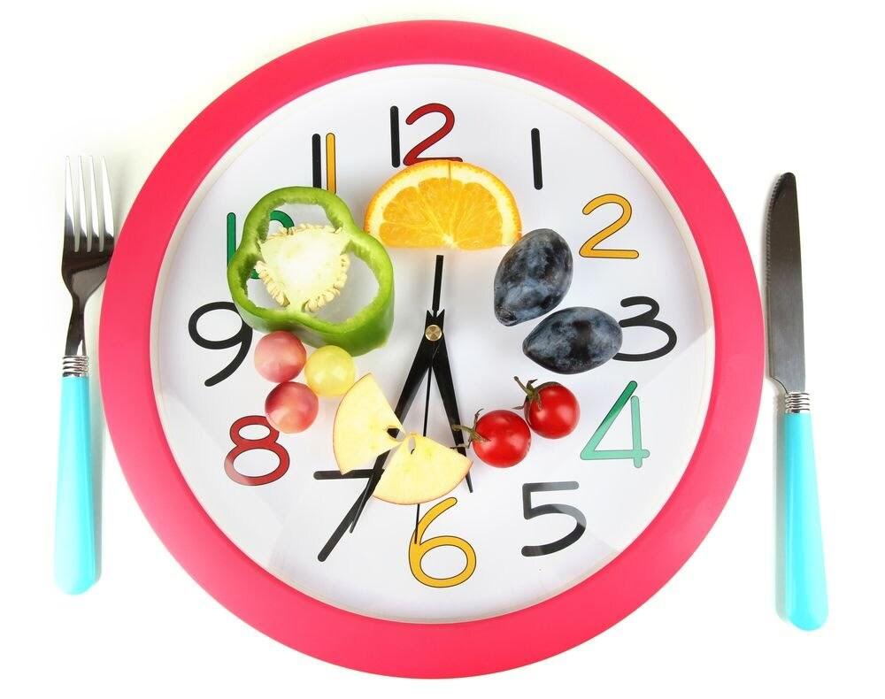 Reloj con comida y cubiertos