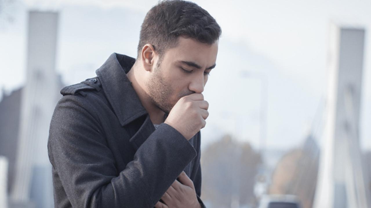 señor con tos seca