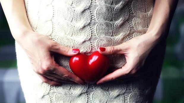Chica con figura de corazón