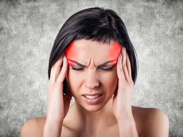 fuerte dolor de cabeza