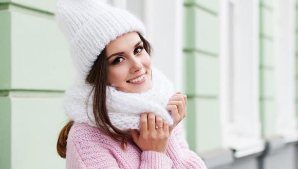 Joven abrigada para invierno