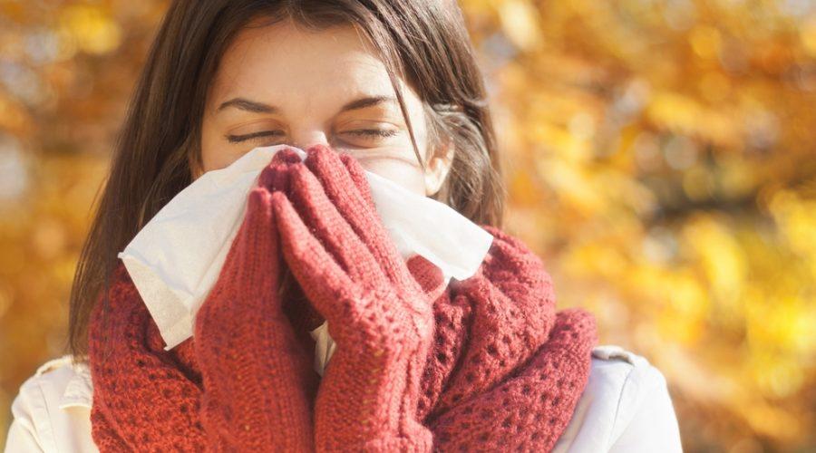 Joven con resfriado
