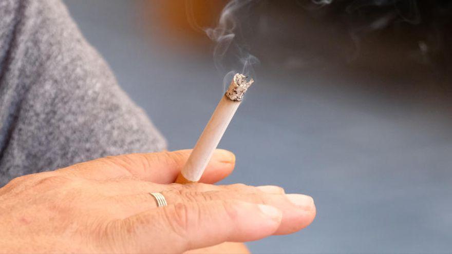 humo del tabaco y el coronavirus